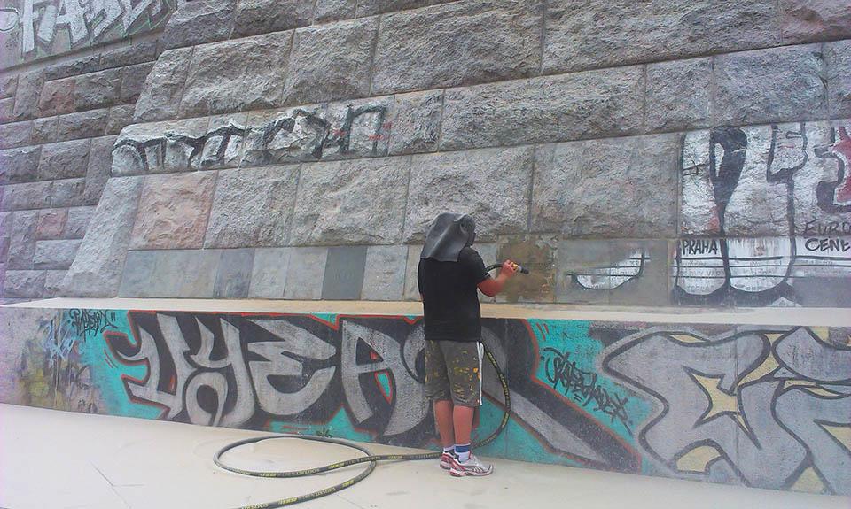 Odstraňování graffiti pískováním Praha