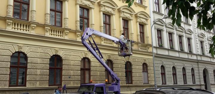 Čištění fasád a mytí oken ve výšce Praha